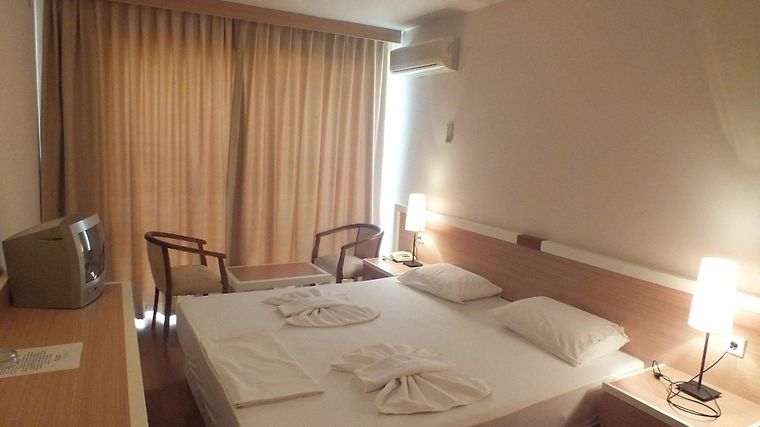 Tuntas Suites Altinkum Room