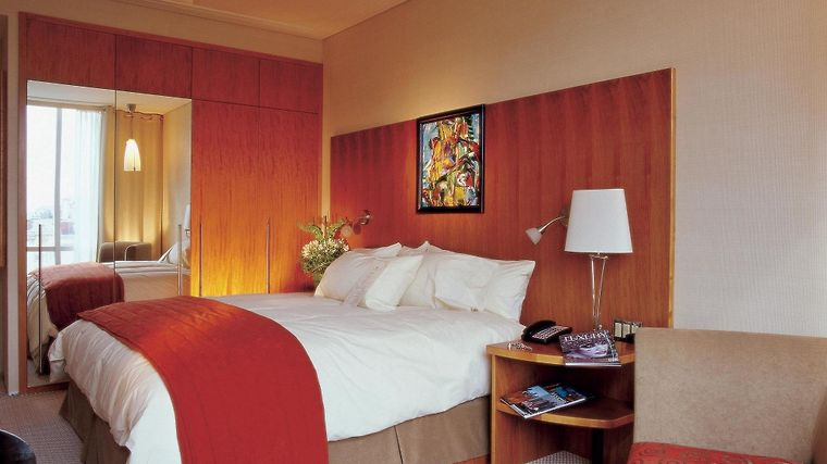 Sofitel Montreal Golden Mile Room