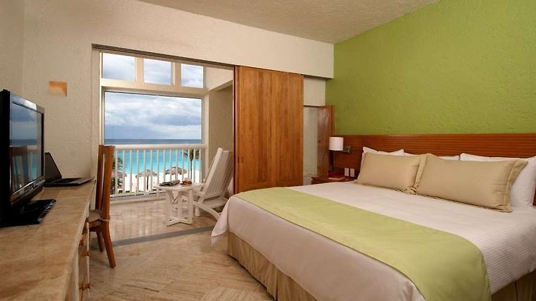 Club Med Cancun Room master bedroom