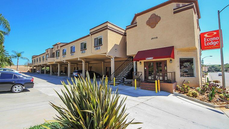 Econo Lodge Inn & Suites Fallbrook Downtown Exterior