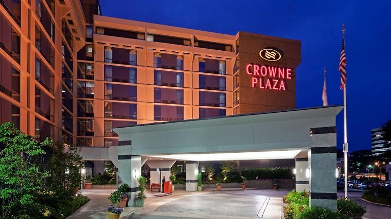 Crowne Plaza Philadelphia West Exterior