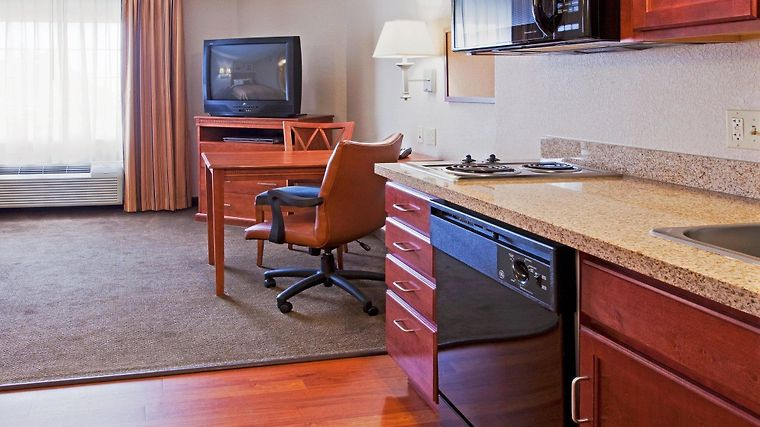 Candlewood Suites Ft. Lauderdale Airport/Cruise Room