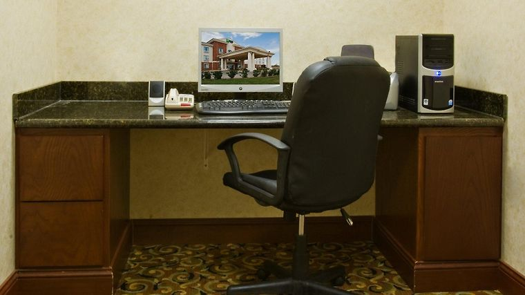 Holiday Inn Express & Suites L Facilities