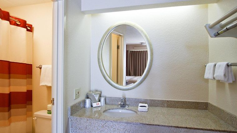 °HOTEL RED ROOF INN ALBANY AIRPORT ALBANY, NY 2* (United States)   From US$  68 | BOOKED