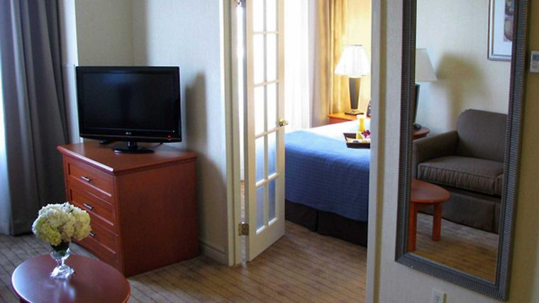 Holiday Inn Htl & Suites Kanata Room