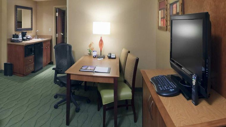 Embassy Suites East Peoria - Hotel & Riverfront Co Room