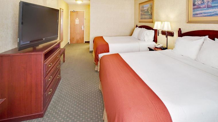 Holiday Inn Express Suites Room
