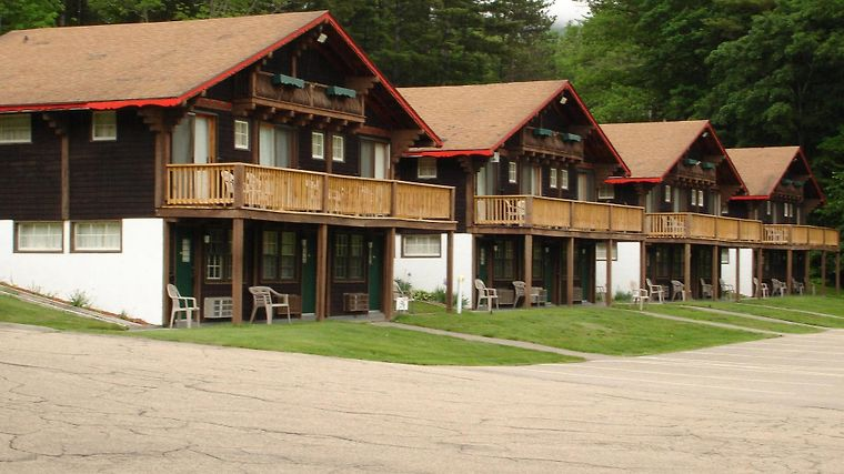Swiss Chalets Village Inn Exterior