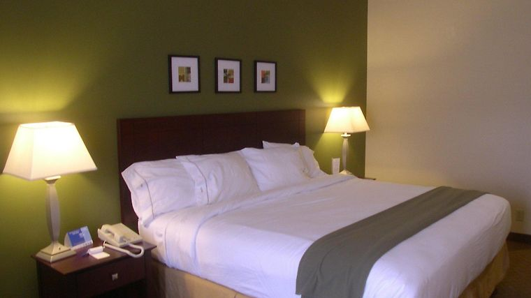Holiday Inn Express & Suites A Room