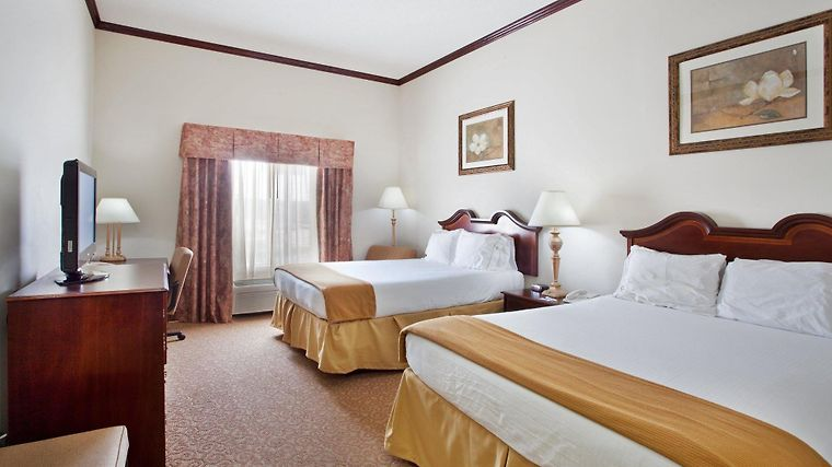 Holiday Inn Express & Suites Tanger Outlets Room