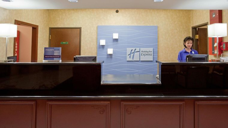 Holiday Inn Express & Suites H Interior