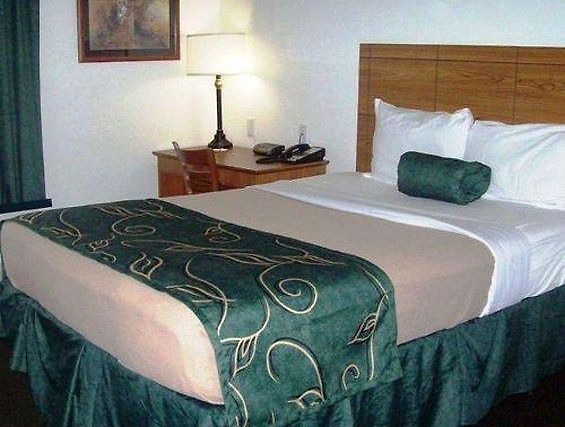 °HOTEL OAK TREE INN DEXTER, MO 2* (United States)   From US$ 180 | BOOKED