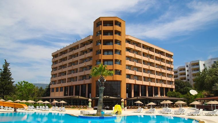 The Holiday Resort Exterior
