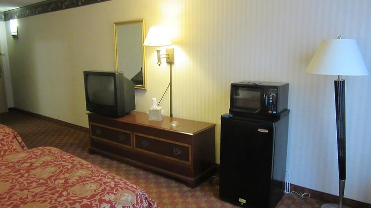 Governor'S Inn & Suites Room