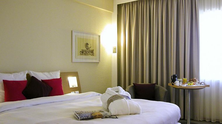 Novotel London West Room