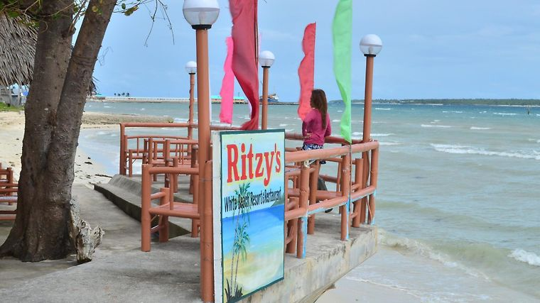 Ritzy'S White Beach Resort And Restaurant Exterior