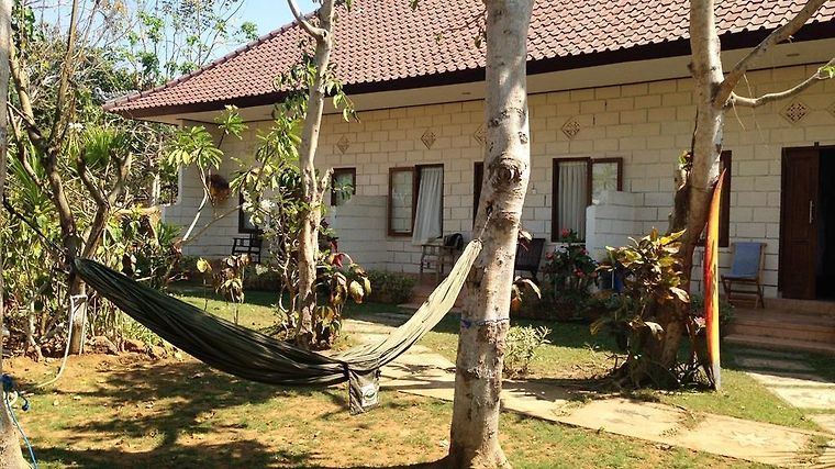 Rambo Homestay And Warung Exterior