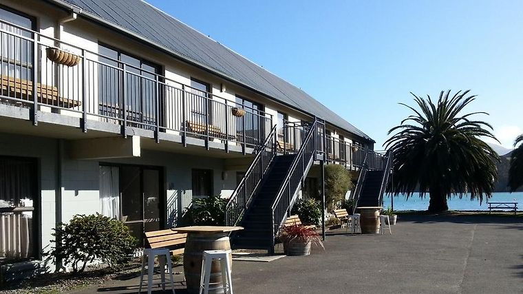 Akaroa Waterfront Motel Exterior