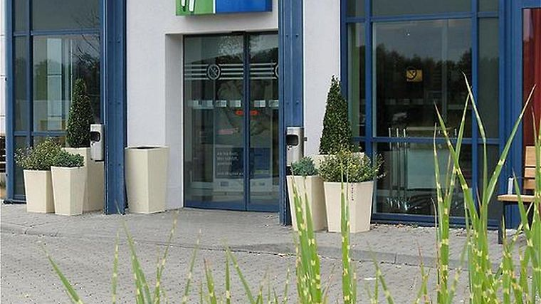 Holiday Inn Express Frankfurt Airport Exterior
