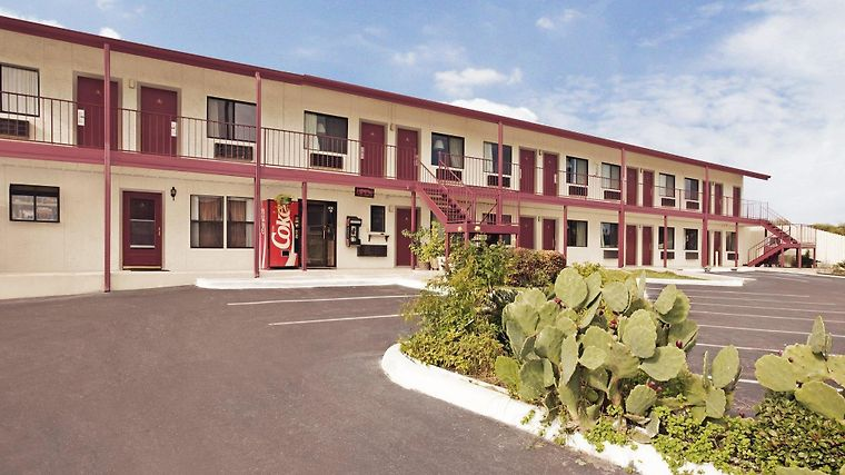 Americas Best Value Inn San Marcos Exterior