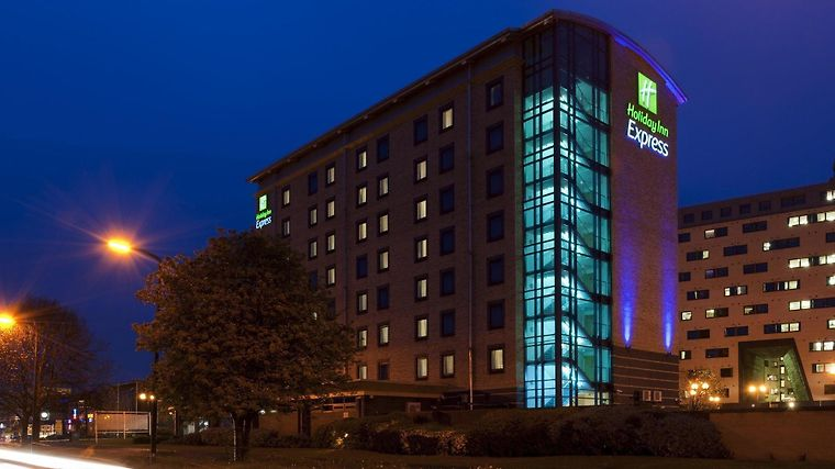 Holiday Inn Express City Centre Exterior