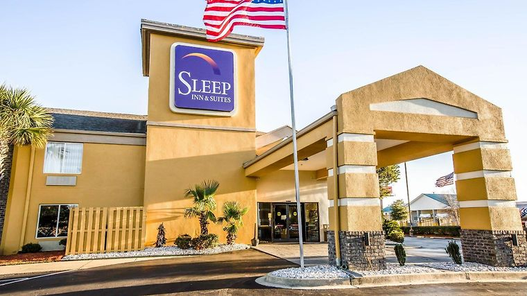 Sleep Inn & Suites Near Outlets Exterior