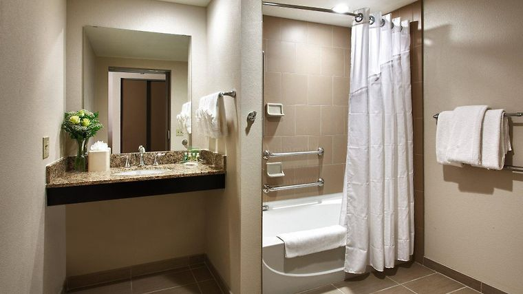 Holiday Inn Hotel And Suites Phoenix Airport North Room