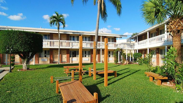 Best Western Palm Beach Lakes Exterior