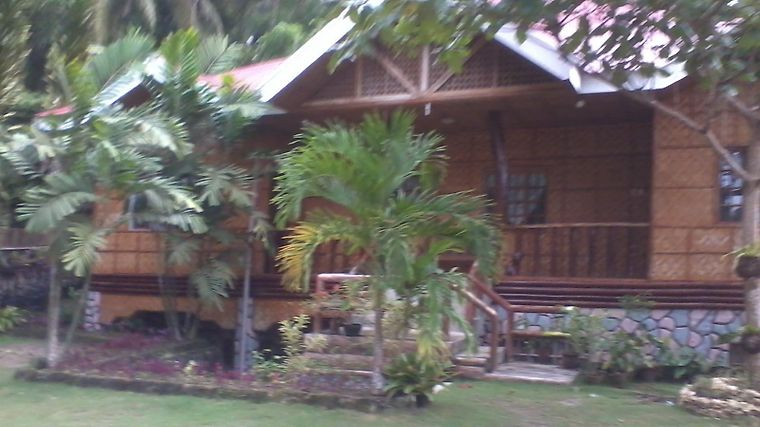 Hilltop Cottage Resort Exterior