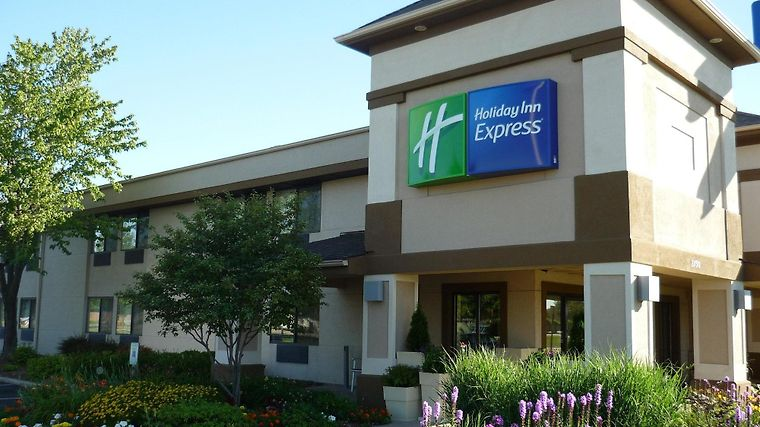 Holiday Inn Express Beloit Exterior