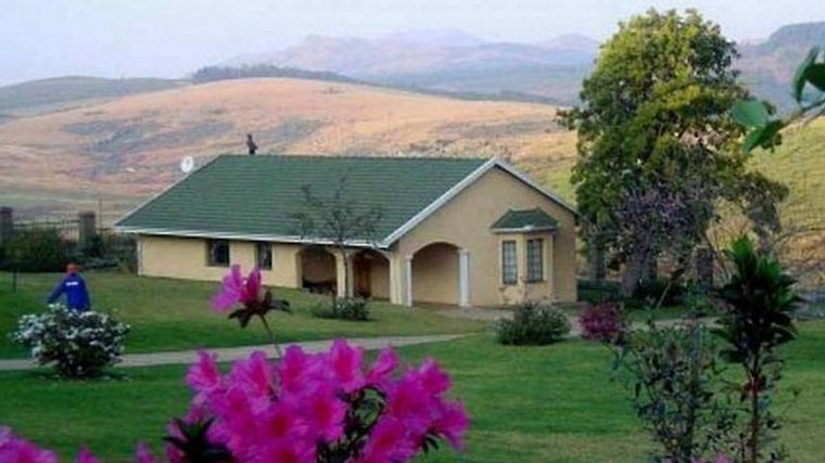Thaba Tsweni Lodge & Safaris Exterior