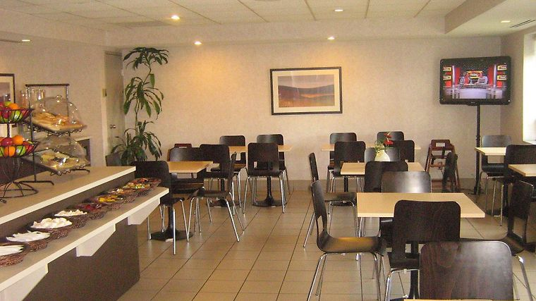 Quality Suites Laval Restaurant