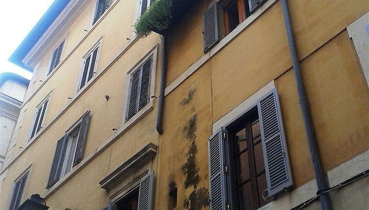 Top Floor Navona Guest House Exterior