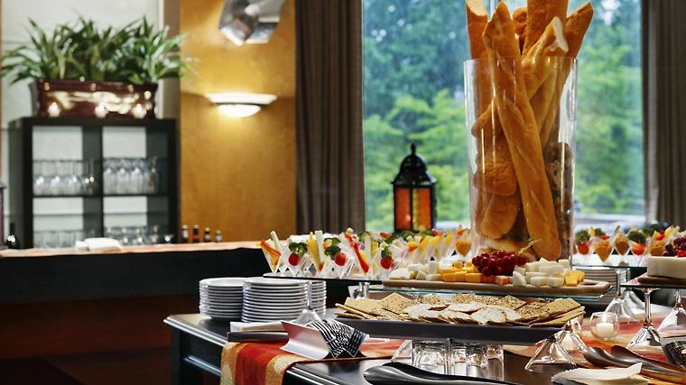 Hilton Woodcliff Lake Restaurant
