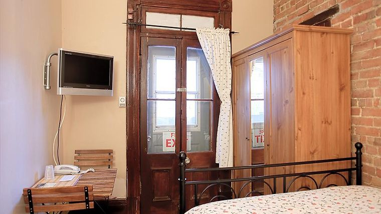 University Bed And Breakfast Room