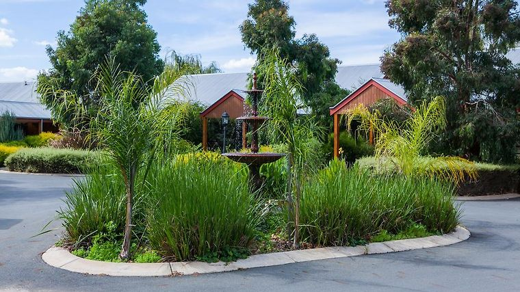 Perricoota Vines Retreat Exterior Hotel information