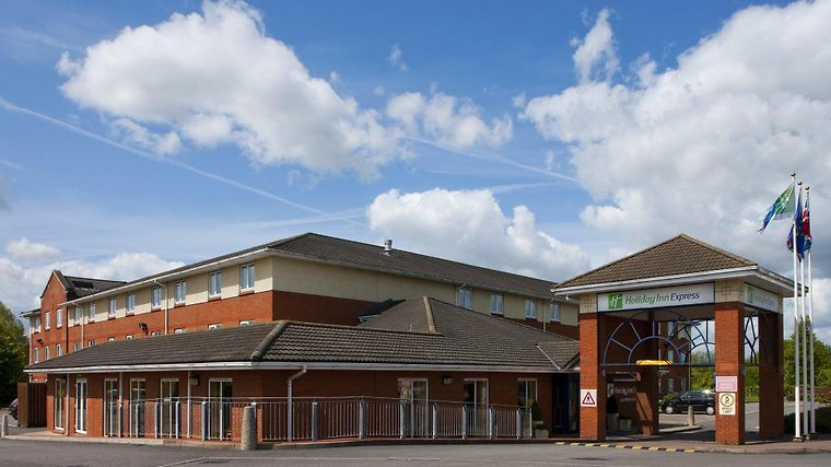 Holiday Inn Express South M5 Jct.12 Exterior