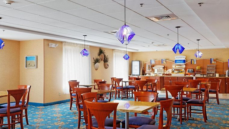 °HOTEL HOLIDAY INN EXPRESS BRANFORD NEW HAVEN BRANFORD, CT 2* (United  States)   From US$ 152 | BOOKED