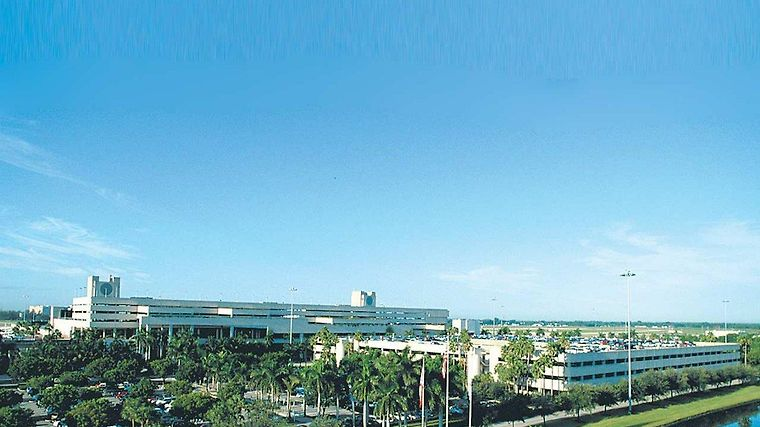 Hilton Palm Beach Airport Exterior