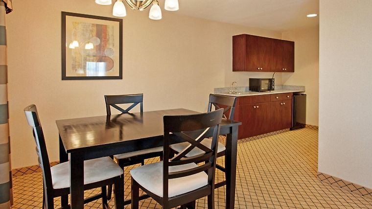 Holiday Inn Express & Suites W Room