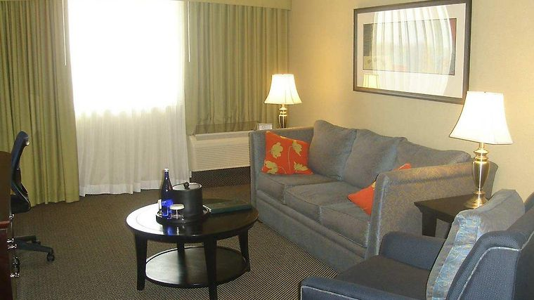 Doubletree Hotel Norwalk Room
