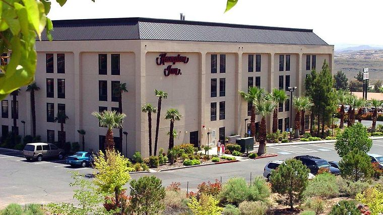 Hampton Inn St. George Exterior