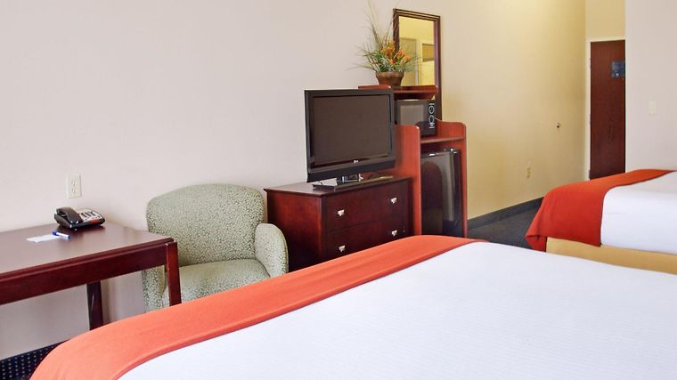 Holiday Inn Express & Suites O Room