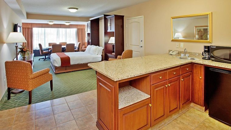 Holiday Inn Express & Suites Cape Girardeau I-55 Room