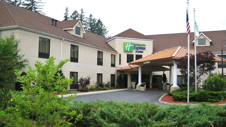 Holiday Inn Express & Suites G Exterior
