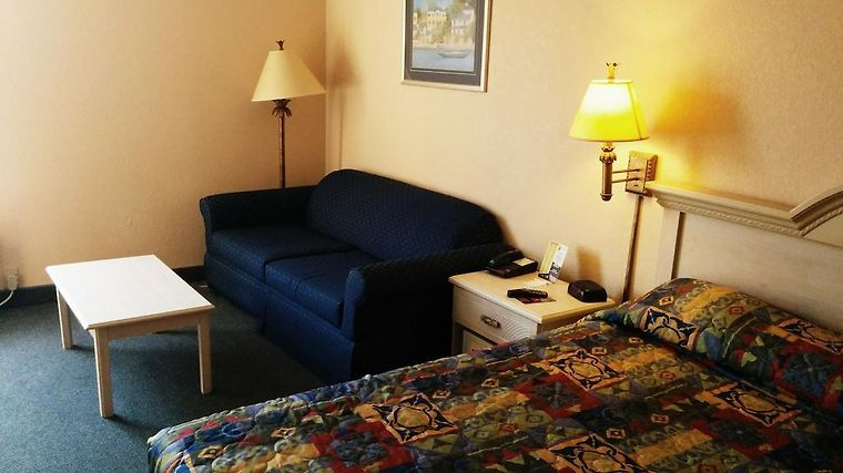Super 8 North Myrtle Beach/Barefoot Landing Area Room