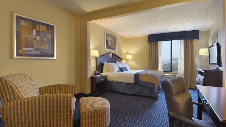 Wingate By Wyndham Erie Room Hotel information