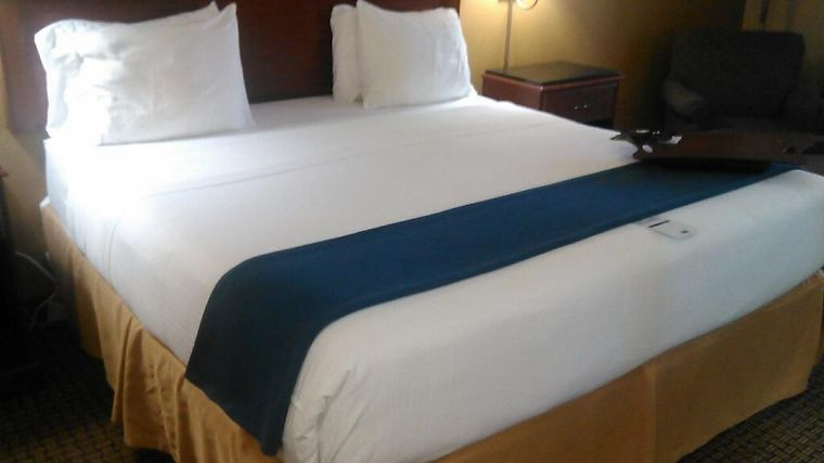 Holiday Inn Express Southaven Room