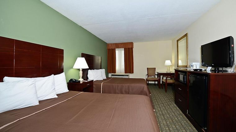 Howard Johnson Hotel - Newark Airport Room