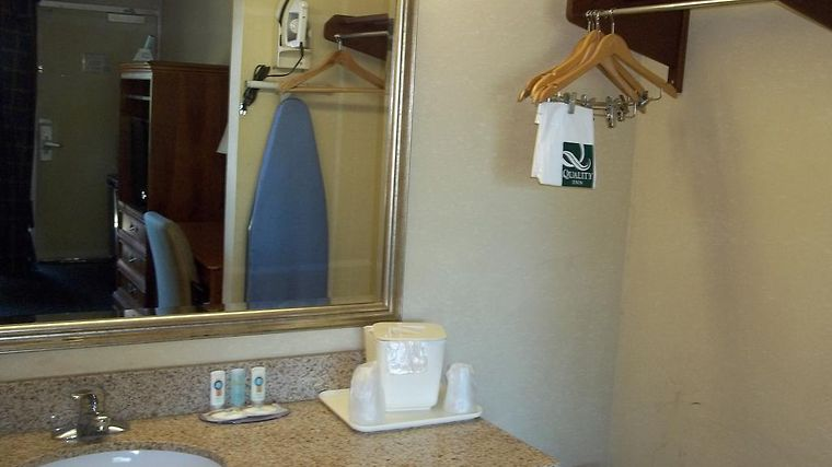 Quality Inn & Suites Room